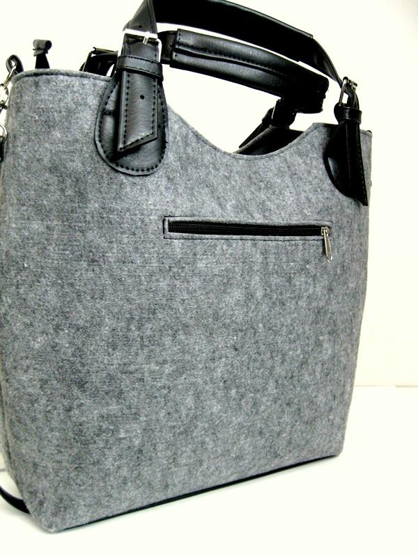 572810d684 Vysněná kabelka Excent Tlapka s pěkným motivem doladí Váš outfit.